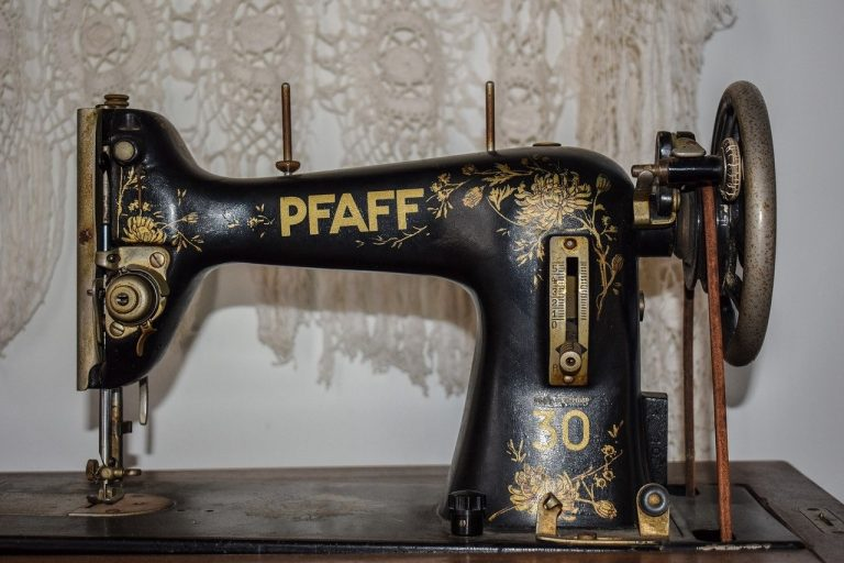 How to Buy a Vintage Sewing Machine